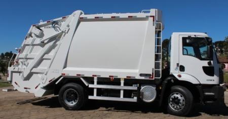 Município adquire novo Caminhão e Coletor de Lixo
