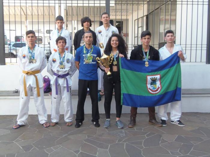 Adolescentes do CRAS são campeões de taekwondo