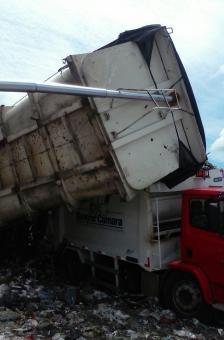 Veículo da Secretaria de Obras sofre acidente