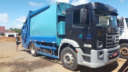 Coleta de lixo será feita com caminhão alugado