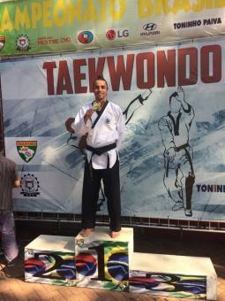 Camarense é bicampeão de taekwondo em São Paulo