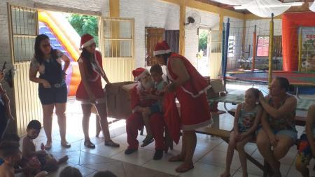 """Comunidade da Cachoeirinha recebe a sétima parada da """"Festa de Natal"""